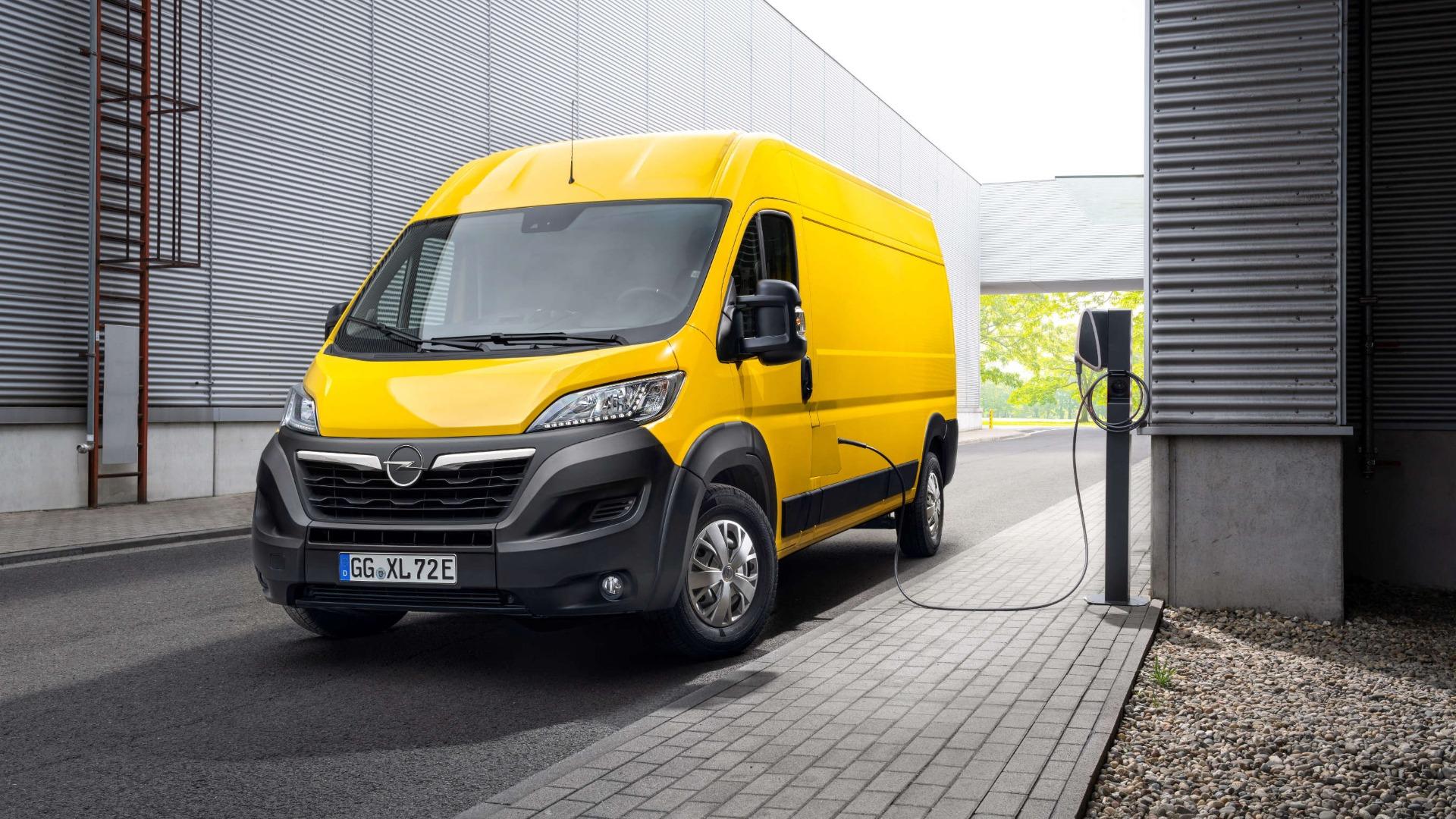 Opel Movano, зовнішній вигляд, у процесі перезаряджання акумуляторів